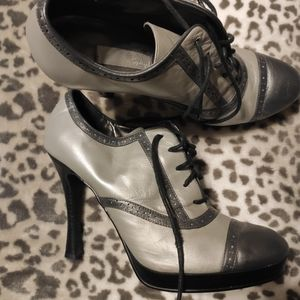 Lace up bootie shoes size 10 wing tip style